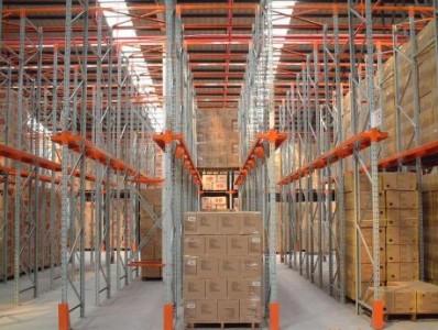 仓库中贯通式货架与重型货架的区别